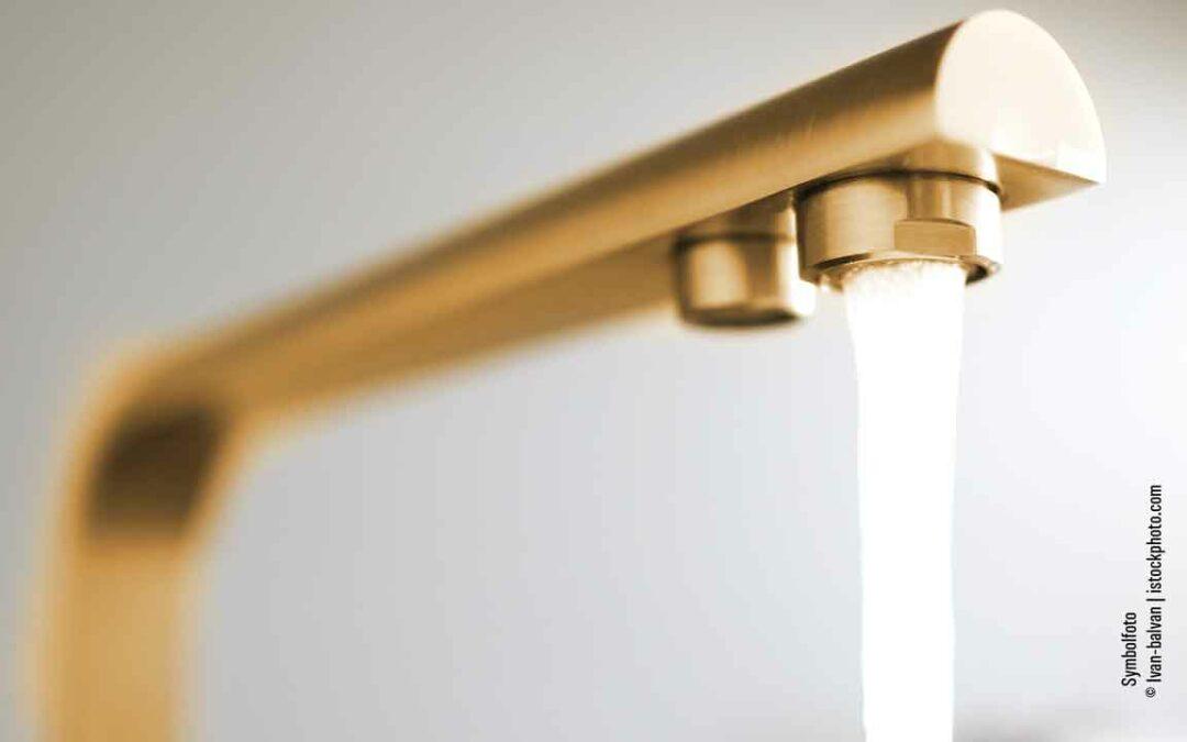 Goldener Wasserhahn im Rathaus Minden